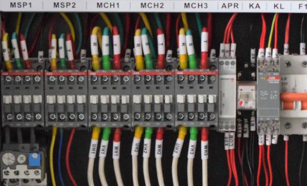 配置接触器、固态继电器、可控硅